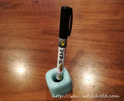 油性のマジック+陶器製の歯ブラシスタンド
