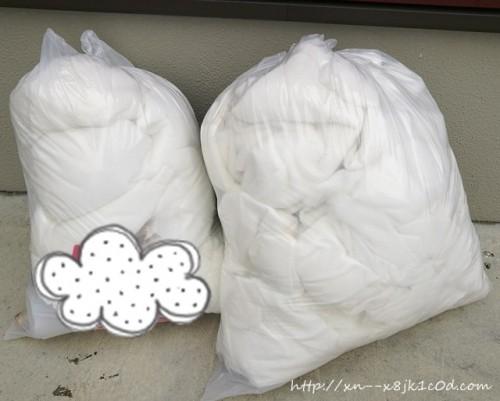 ゴミ袋の中身は、中綿です