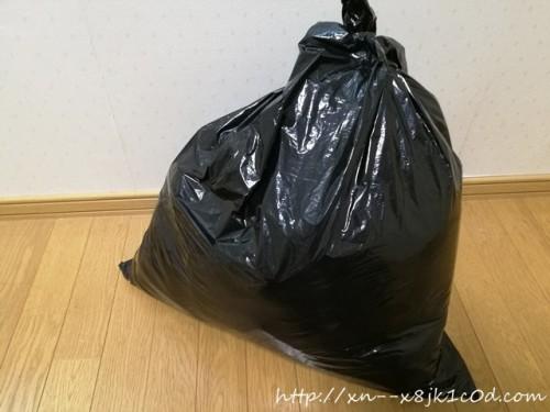 ゴミ袋の中身は敷布団カバー