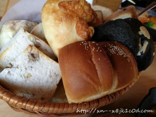 ルルパンブルーのランチはパン食べ放題