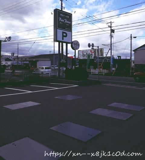 ボンパナ羽島店の駐車場