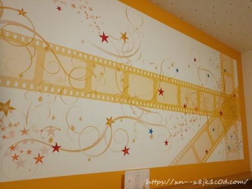 ベッドの上の壁