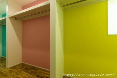 子供の服のクローゼット(廊下)