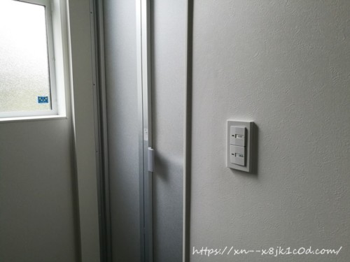 1階お風呂のドア